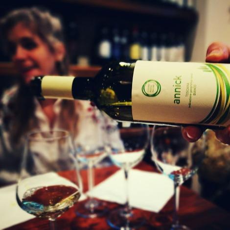annick_toscana_wine